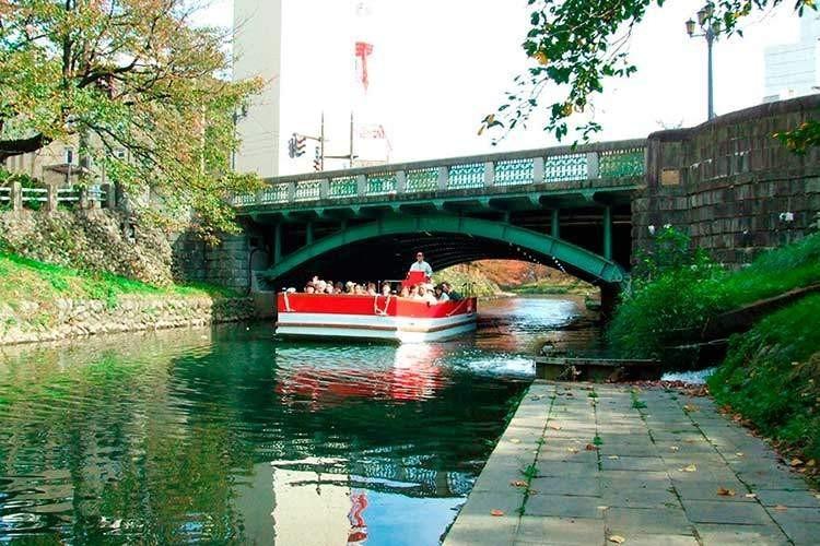 桜橋と遊覧船