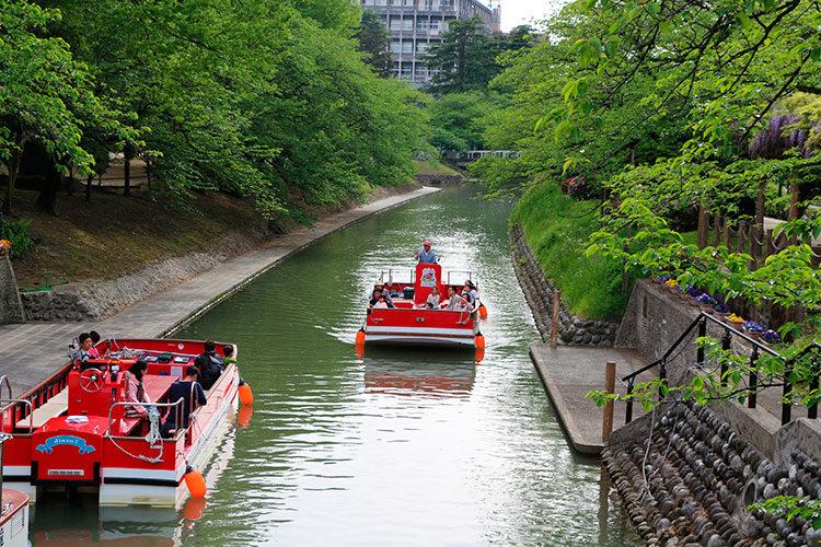Pass each other Matsukawa pleasure boat