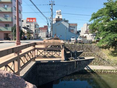 舟橋と鱒の寿司店