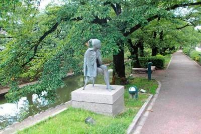 松川べり彫刻公園の銅像