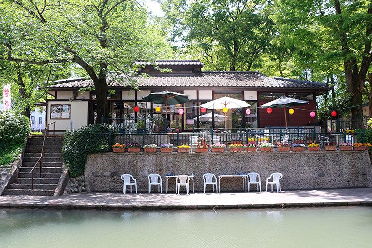 松川遊覧船のりば(松川茶屋)を対岸から見る